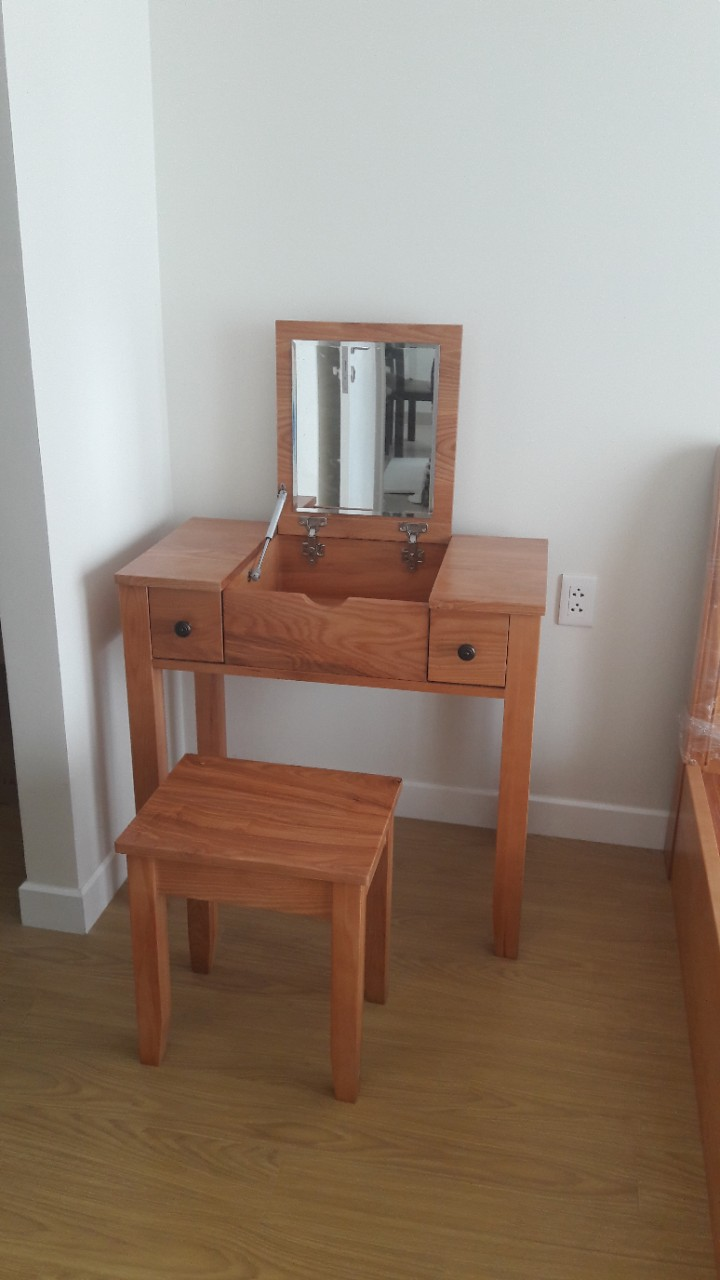 Make-up table